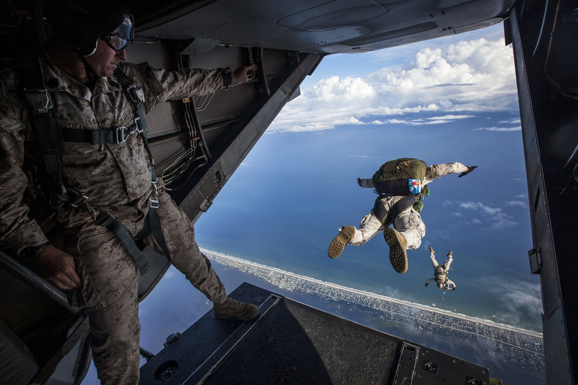 military personnel skydiving